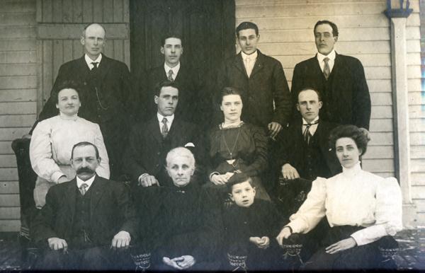 Burwell Family Tree photo of Hercules Burwell family 1910