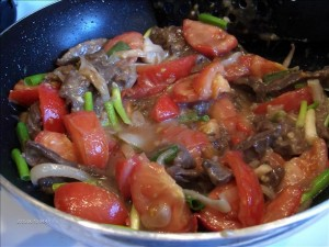 beef and tomato stir fry