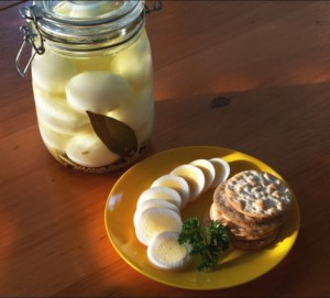pickled eggs (from getcracking.ca)