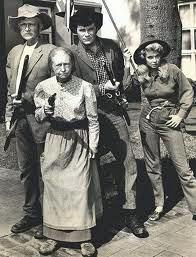 Beverly Hillbillies, armed