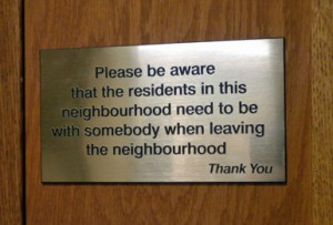 door sign: People in this neighbourhood