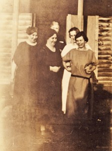 Mabee Photos - Mabee sisters and mother Emma Jane