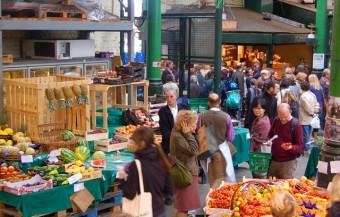 commons.wikimedia.org crowd at London UK market