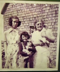3 generations of Acadian women with pets