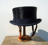 top hat helmet by l'Hiver