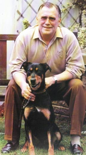 Bill Tarmey in 2010 with his dog Saatchi
