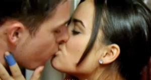 Katy-and-Ryan-kiss