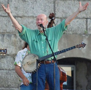 Pete Seeger Newport Folk Festival 2009-wikicommons-wm-wallace-photo