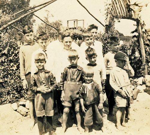Burwell photos - cousins at Port Burwell 1926