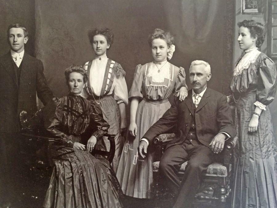 Sarah and Robert Lymburner, children Willis, Edna, Ruby and Aletha