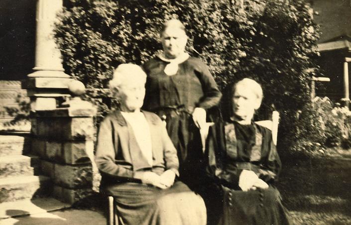 vaughan-sisters-1932-lanah-emily-belle