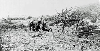 wounded-man-Somme-PANL-heritage.nf.ca_first-world-war_articles_beaumont-hamel