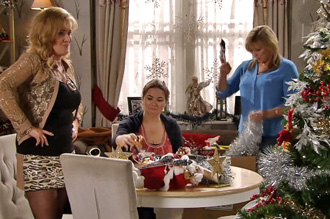 liz, anna and erica decorate tree