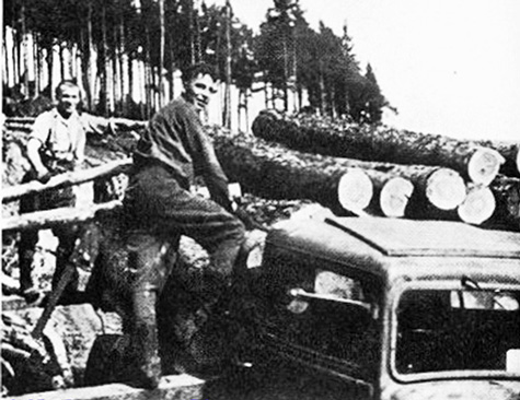 Nfld foresters nofu-log-loading-duthil-1944-ngb-chebucto