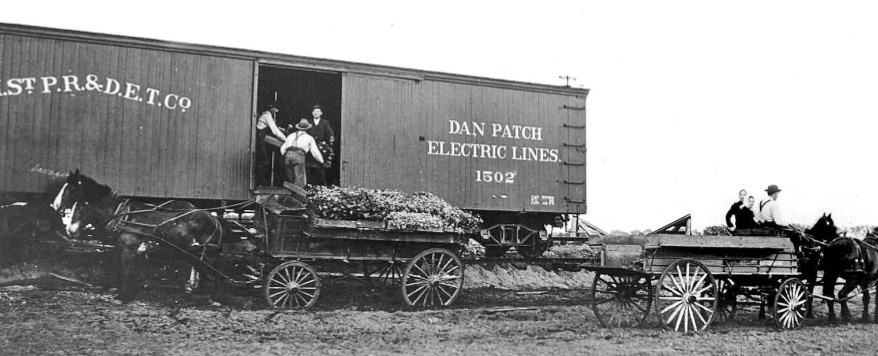Dan-Patch-Line-MN-Bachman-farm workers load train car-wikicommons
