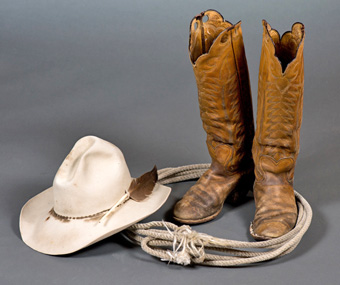 Ian-Tyson_-Hat-boots-rope-photo-Don-Kennedy-Cdn-Country-music-hall-of-fame.jpg