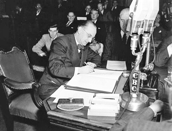 Joseph_Smallwood_signing_Newfoundland_into_Confederation-11-Dec-1948 - Terms of Union