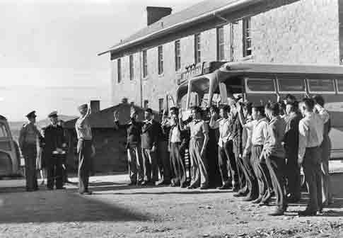 Navajo US Marine Corps code talker recruits, Fort Wingate NM wikicommons