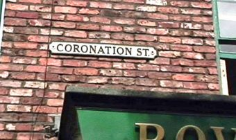 Coronation_Street_Sign-Andrea_44-flickr-wikimedia