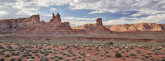 Valley_of_the_Gods-Plain-US-Bureau-of-Land-Management-Aug-2012-wikicommons
