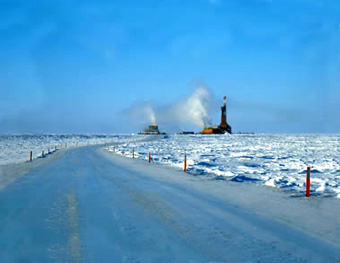 ice-road-to-oil-rig-US-bureau-of-land-management-geology.com_articles_arctic-oil-and-gas