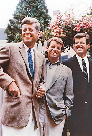 Kennedy_bros-John-Robert-Ted-July-1960-US-Senate-wikicommons