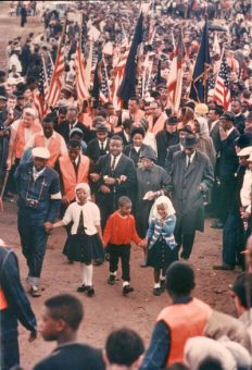 Selma to Montgomery March Day 5 The_Abernathy_Children,_Ralph_David_Abernathy,_Juanita_Jones_Abernathy_and_John_Lewis_lead_the_line_up_and_beginning_of_the_March.-leaving-St.-Jude-for-State-Capitol Mrsdonzaleighabernathy-wikicommons