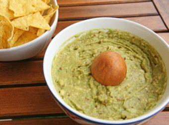 Guacamole-with-corn-chips-Popo-le-Chien-2016-wikicommons