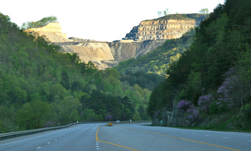 Mountaintop_removal_mine_in_Pike_County_Kentucky-2010-flickr.com-iLoveMountains.org