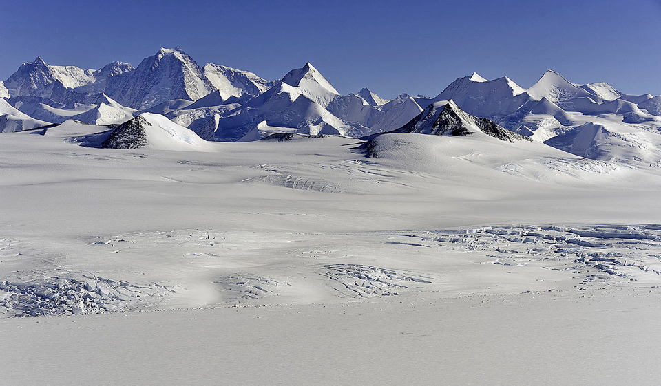 Sentinel_Range_Ellsworth_Mountains_Antarctica-Michael-studinger-NASA-2012