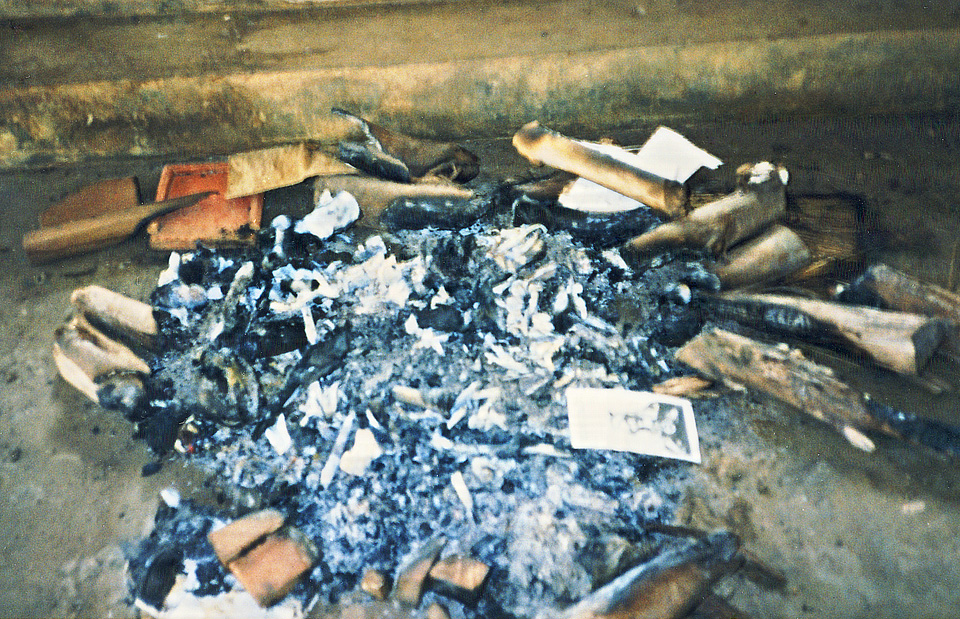 bones-campfire-zaza-church-25-sep-1994 photo d stewart