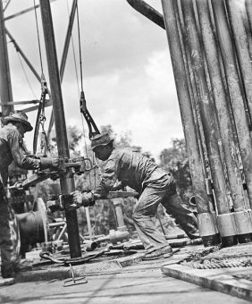 Oil-1937-R-Y-Richie-DeGolyer-Lib-SMU-wikicommons
