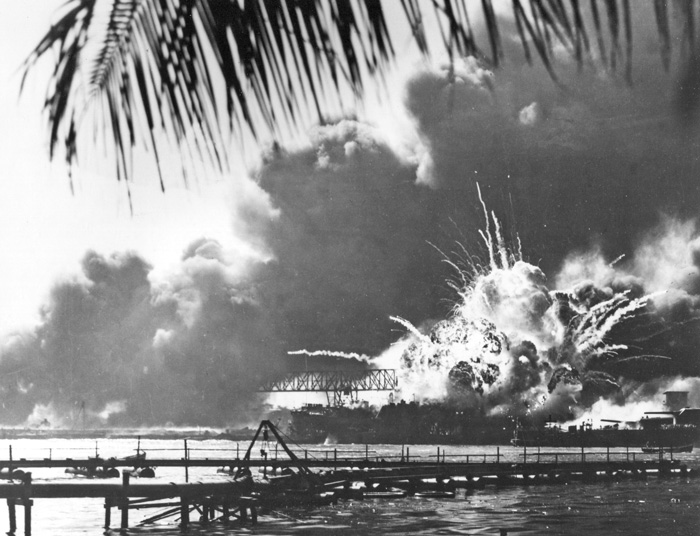US_Shaw_exploding_in_Pearl_Harbor-Dec-1941-NARA-wikicommons