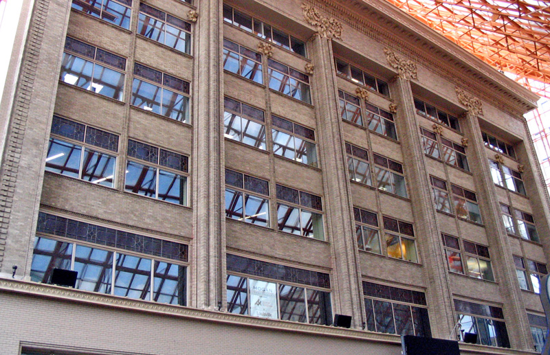 Louisville_Kaufman-Straus_Building-wikipedia