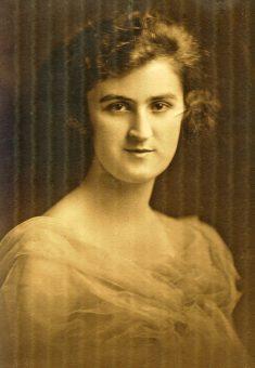 elizabeth-mcdonald-age-19-1918