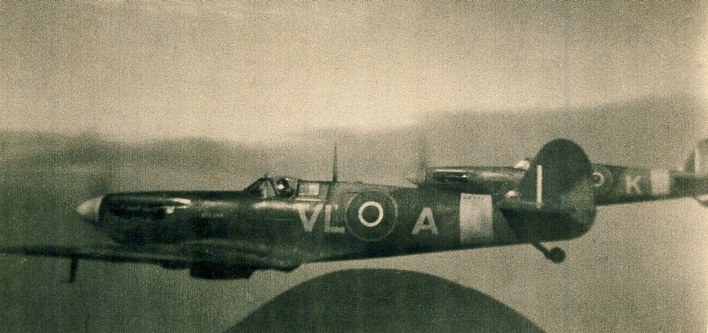 vloa Spitfire - wwii photo Bill Stewart