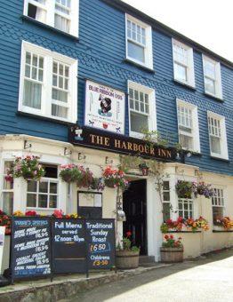 The_Harbour_Inn_Padstow-geograph.org_.uk_-Simon-Huguet-2008